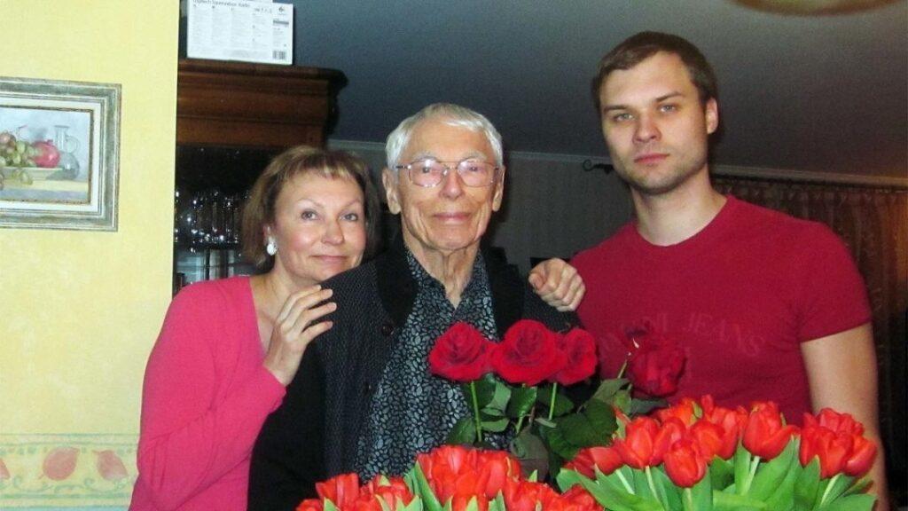 Александр Зацепин с семьей
